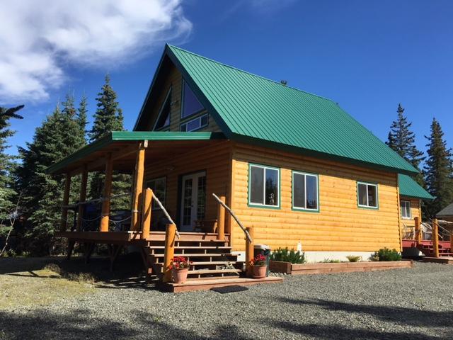The eagle 39 s retreat cabin on the kenai river for Fishing cabin kits